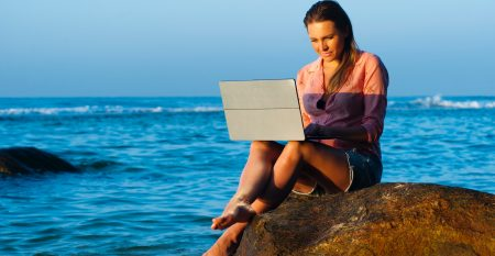 beach-lady-laptop-319917